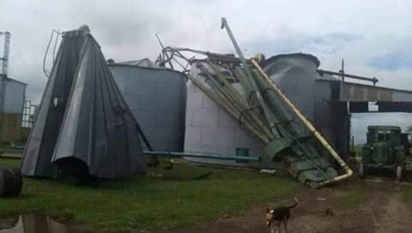 Una planta de silos fue arrasada por el fuerte viento en Colon (BA)