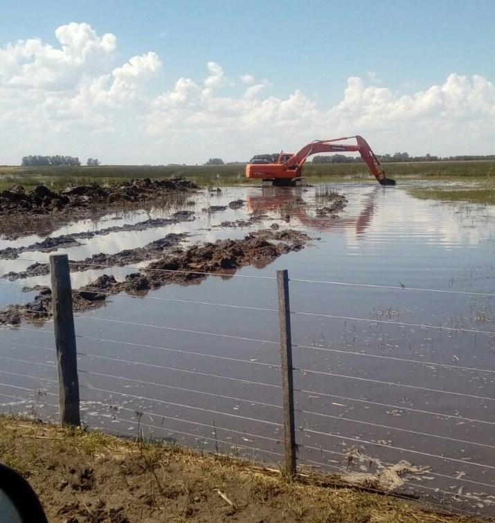 Productores de Naon logran recuperar hectáreas y caminos rurales que estaban bajo agua