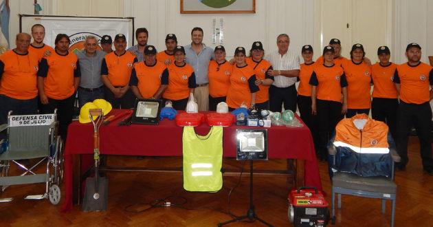Los voluntarios de DC junto al Intendente y funcionarios municipales