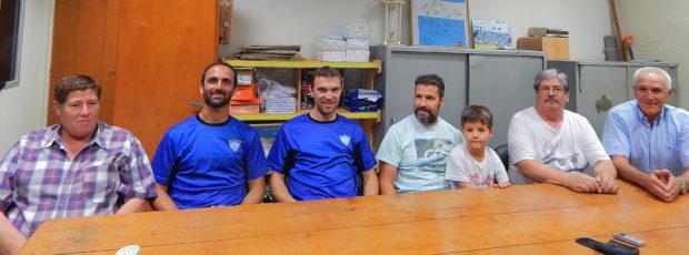 Mignes junto a Nino Paoltroni, Alejandro Re y miembros de Comision Directiva