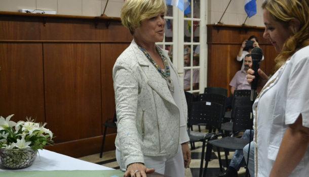 Nancy Lozano durante su jura como Consejera Escolar