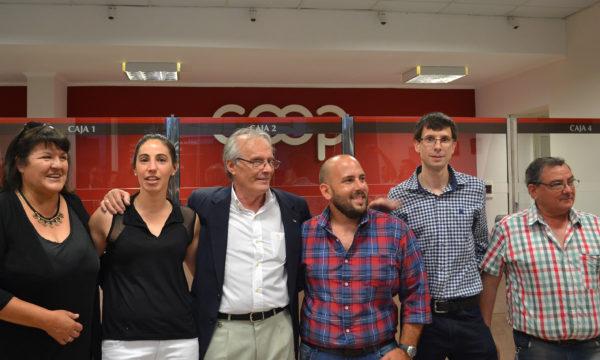 Omar Malondra e integrantes del Consejo de Administracion junto a empleados que atenderan en CEyS Pagos