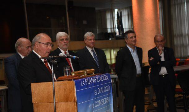 Rodolfo Rossi junto a integrantes de las demas Cadenas y el Ministro Etchevehere