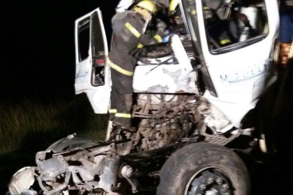 Ardua labor de Bomberos en el accidente
