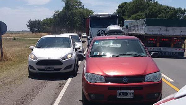 Cola de tres kilometros en ruta 226 a la altura de Azul por una protestas de empleados de FANAZUL