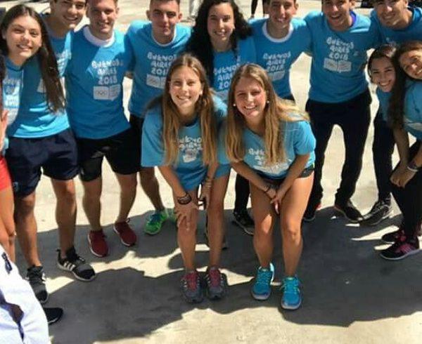 Corro junto a un grupo de deportistas que recorrieron la Villa Olimpica