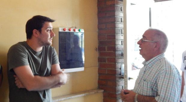 El autor del video, Juan Manuel Gentileti en dialogo con Marquez