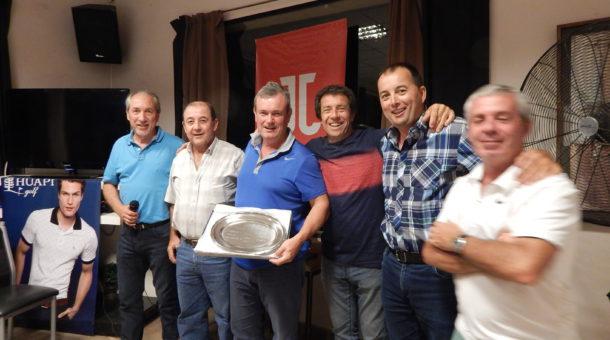 Equipo del Golf Club que se consagro campeon del 1er Torneo Senior de Golf en 25 de Mayo