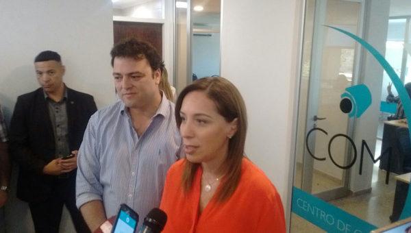 Maria Eugenia Vidal en dialgo con la prensa local en el Centro de Monitoreo de Camaras
