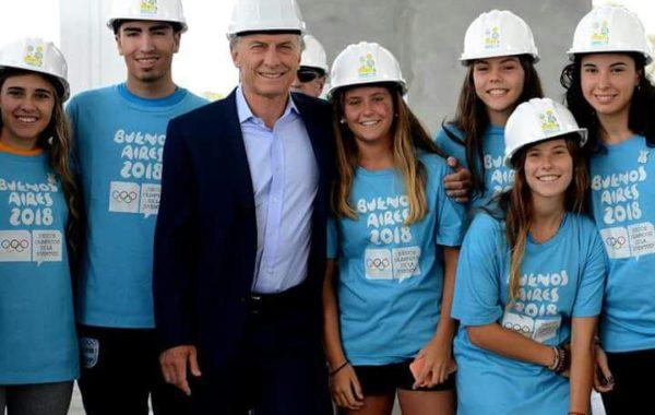 Rodrigo Corro junto a deportistas y el presidente Macri