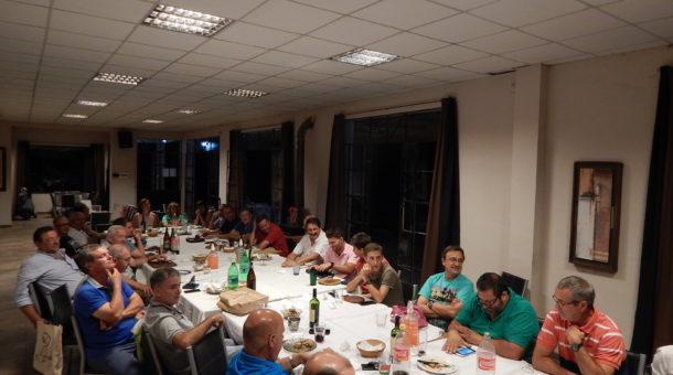 Socios y jugadores que fueron parte de la cena de premiación