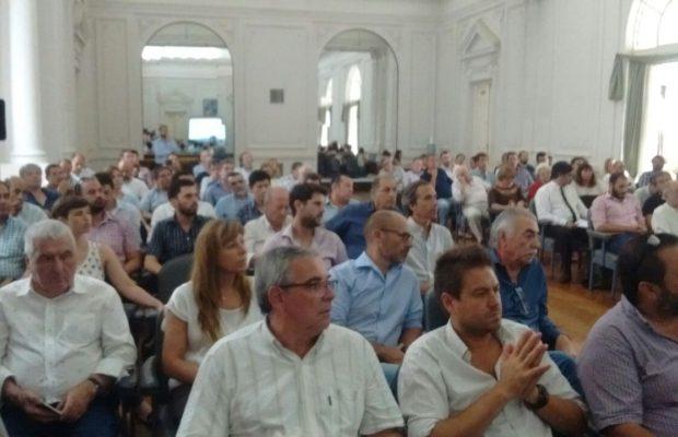 La audiencia se desarrolló en el Salón Blanco del Palacio Municipal