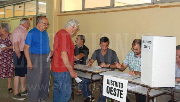 Asociados que se acercaron a elegir sus candidatos del Distrito Oeste
