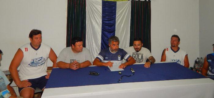Comision Directiva e integrantes del Futbol infantil durante la rueda de prensa