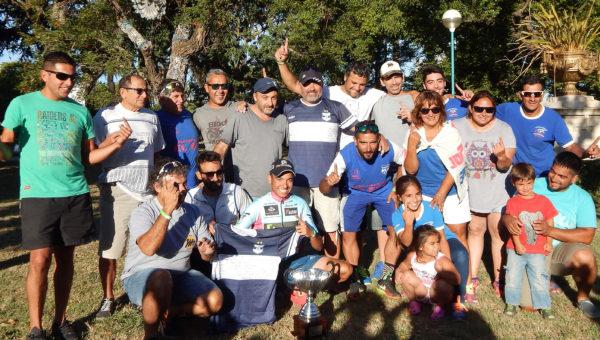 Integrantes de Transporte El Sol, del Club Libertad y vecinos celebraron lo alcanzado por el ciclismo nuevejuliense en la Doble Bragado
