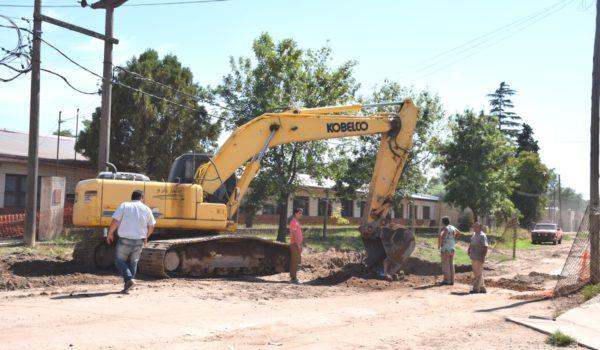 Las maquinas municipales vienen trabajando sobre calle Paso y ya llegaron a su interseccion Brown