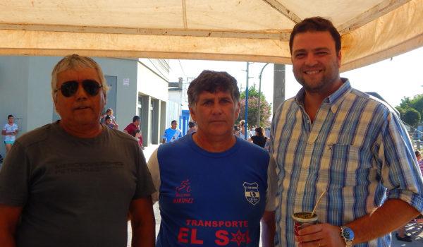 Mariano Barroso junto a Luis Martinez y Duarte, locutor de la tarde en el paso de la Doble Bragado