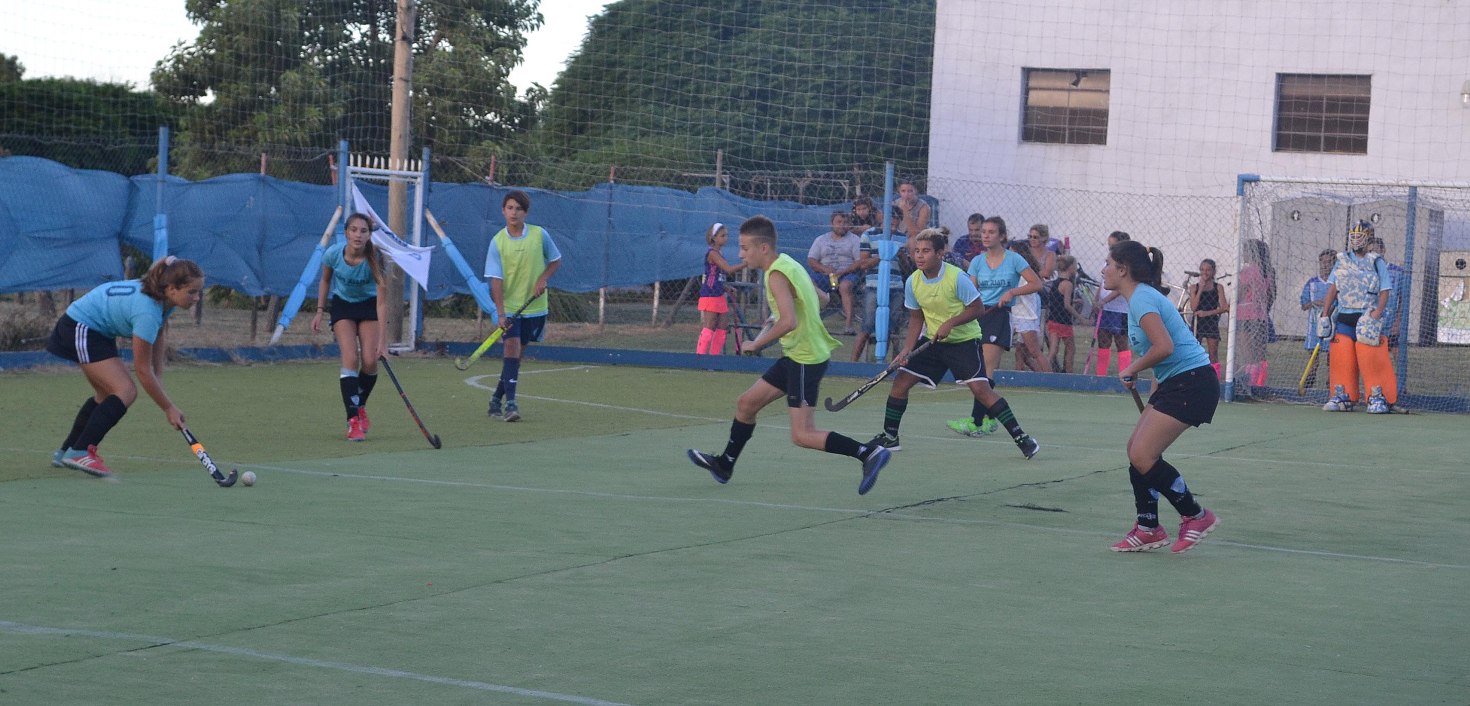 Club San Martín:  38  equipos participan del  2do. Torneo de Hockey reducido en cesped sintético