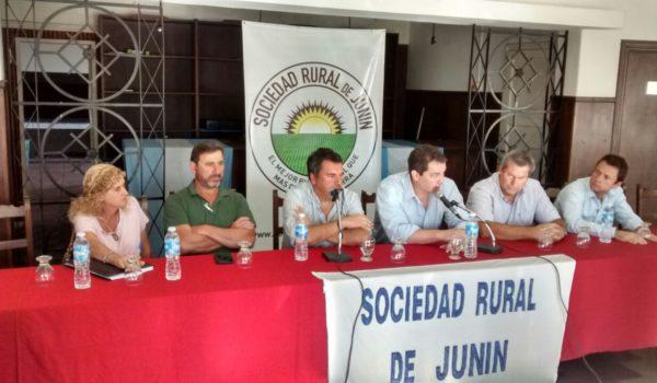 Representantes de entidades agropecuarias ayer miercoles en Sociedad Rural de Junin