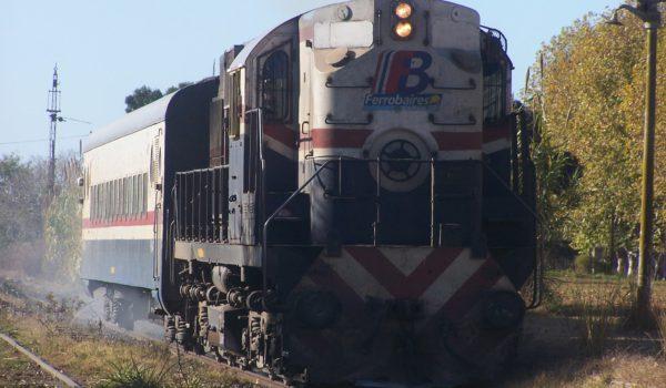 Servicio de Ferrobaires de pasajeros en su paso por Leandro N Alem