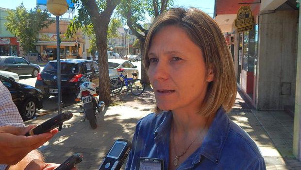 Concejal Maria Jose Gentile en dialogo con medios de prensa