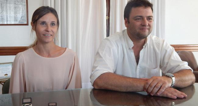 Mirabelli y Barroso durante el anuncio para los estudiantes que reciben becas municipales