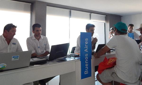Personal del YPF Directo de Guazzaroni Greco en Expoagro