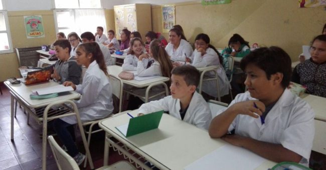 Salon con Alumnos de la escuela 4