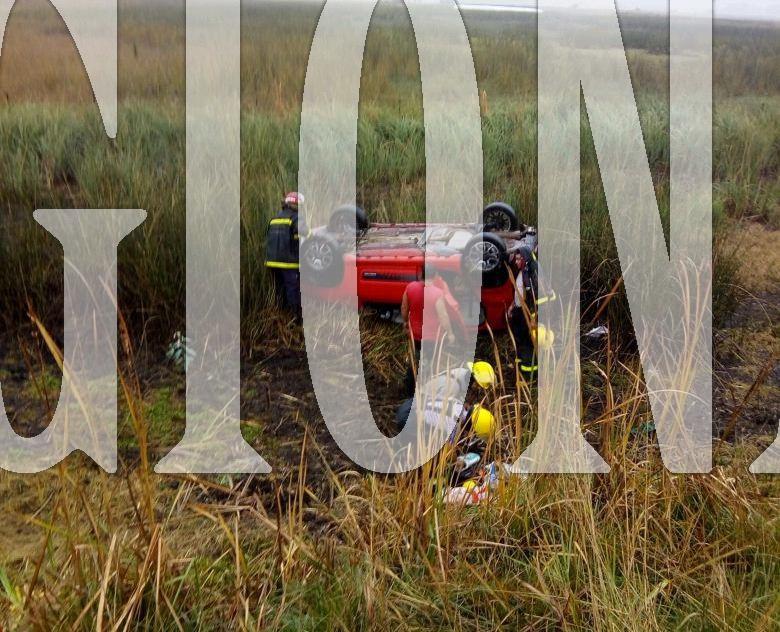 Un automóvil con cuatro personas se despisto y volcó en el acceso a Dudignac