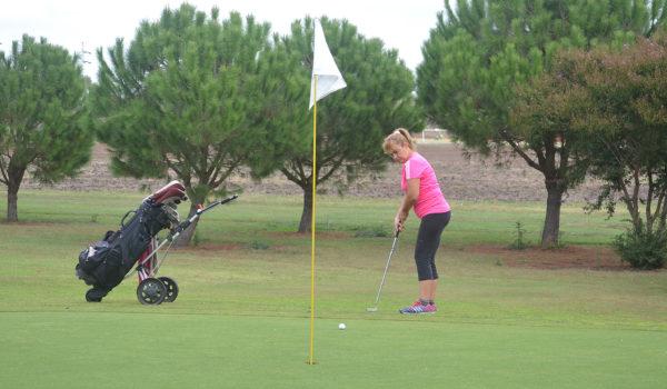 El Golf Femenino tambien tien una buena participacion el Gofl local