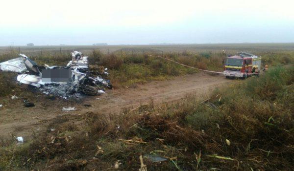 El avion quedo desintegrado al caer en un campo en el limite de La Pampa y Buenos Aires – foto Infopico
