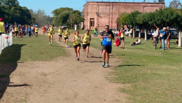 Grupo de atletas que participaron en la 3era edicion de 9 Aventuras en 12 de Octubre