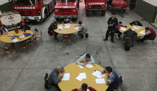 Los Aspirantes a Bomberos en Patricios durante el examen final esta mañana en el Cuartel de 9 de Julio