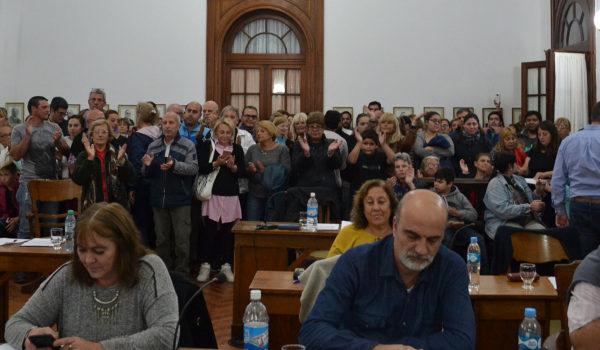 Los vecinos hicieron sentir su descontento en el HCD y obligaron a los 18 ediles votar de manera unanime