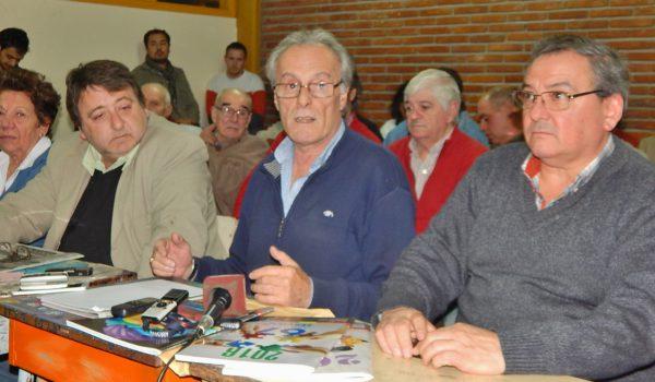 Omar Malondra acompañado de integrantes de Lista Celeste fue el único en hablar