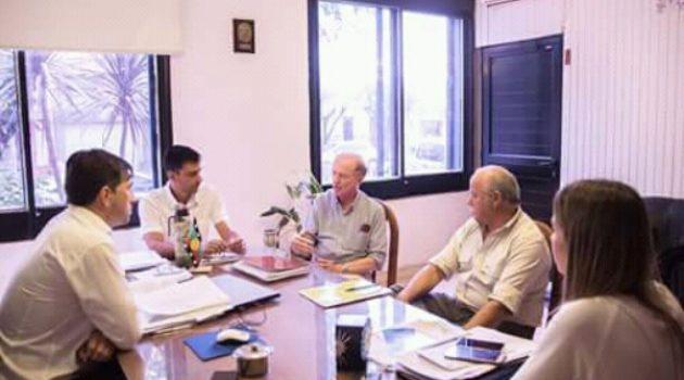 El Intendente Flexas junto al Director provincial de Lecheria, Juan Linari