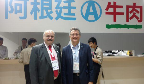 El Ministro de Agro Industria Etchevehere junto al industrial carnico Mario Ravetino en China