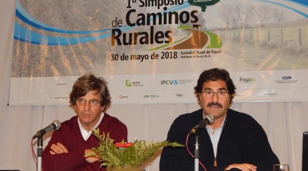Matias de Velazco y Leonardo Sarquis durante su exposición en el Simposio de caminos rurales