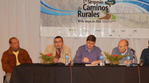Panel de Intendentes de Tres Arroyos, Rauch, San Cayetano y Pila que compartieron sus experiencias por trabajar con consorcios