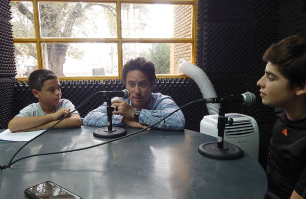 Sanchez Zinny siendo entrevistado en la Radio de la Tecnica