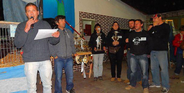 Walter Alvarez y miembros de ACEFAQ