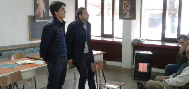 Barbierie en dialogo con vecinos de Quiroga