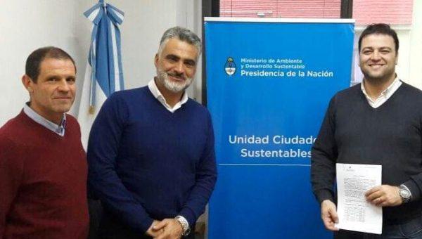Barros y Fons junto al funcionario de Nacion