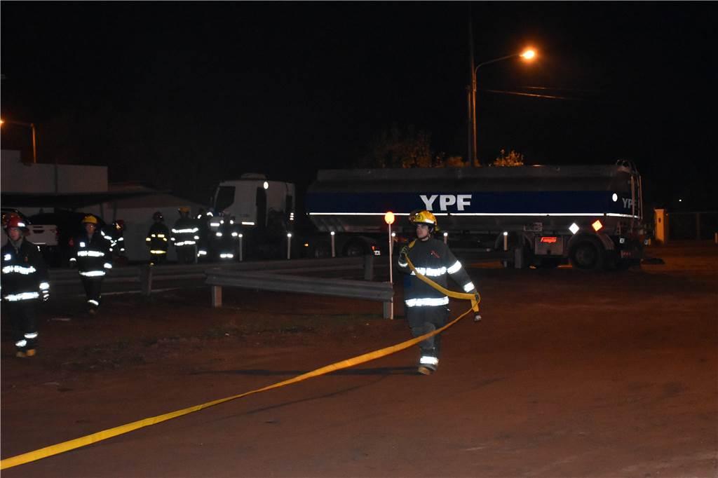 Bolivar: Un camión cargado con dinamita fue embestido por otro con Metanol en una estación de servicio