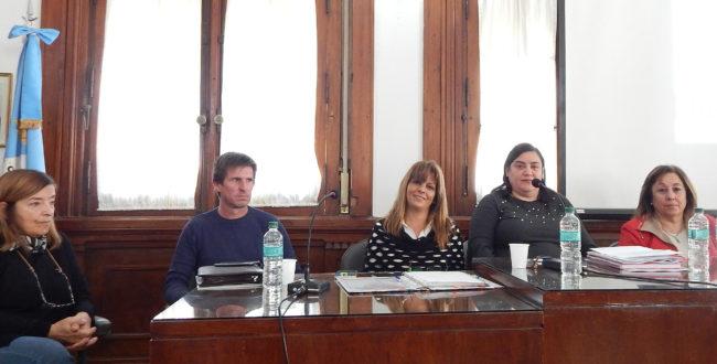 Claudia Appella junto a Teresa Bravo, Ariel Pesce, Julia Cereigido y la concejal, Isturiz