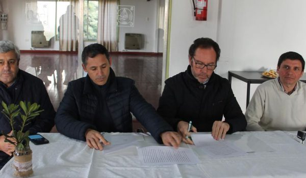 El Intendente Torchio junto al president de Sociedad Rural durante la presentación