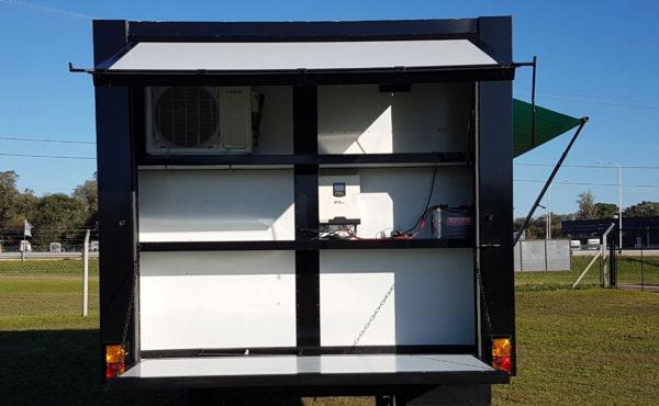 El diseño incorpora lugar para taller, equipo de aire y el sistema de transformacion de energia solar a 220