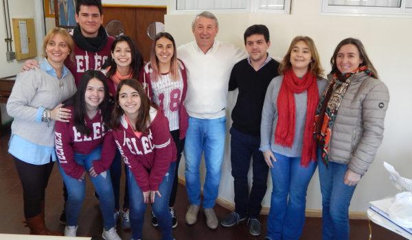 Equipo Directivo de la Tecnica con los alumnos, Milagros, Delfina, Robertina, Agustina y Francisco