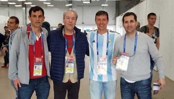 Guillermo Blanco junto a periodistas de Dolores y La Plata ya acreditados en Rusia