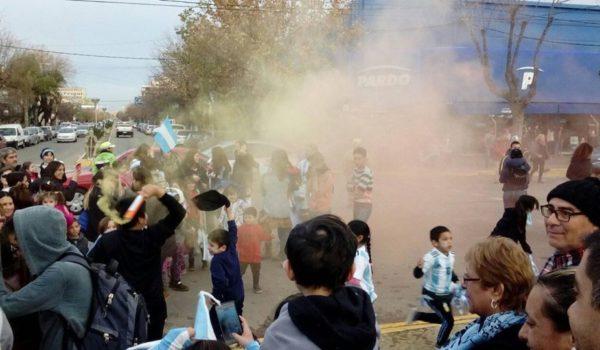 Jovenes y grandes se sumaron en el festejo en Plaza Belgrano